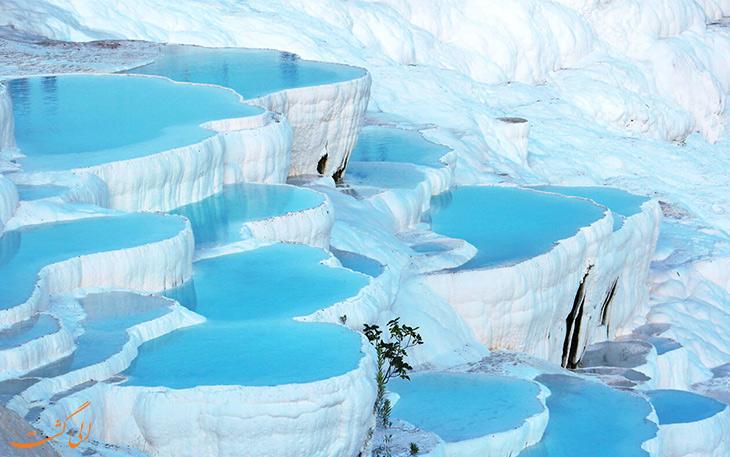 چشمه های آب گرم پاموکاله