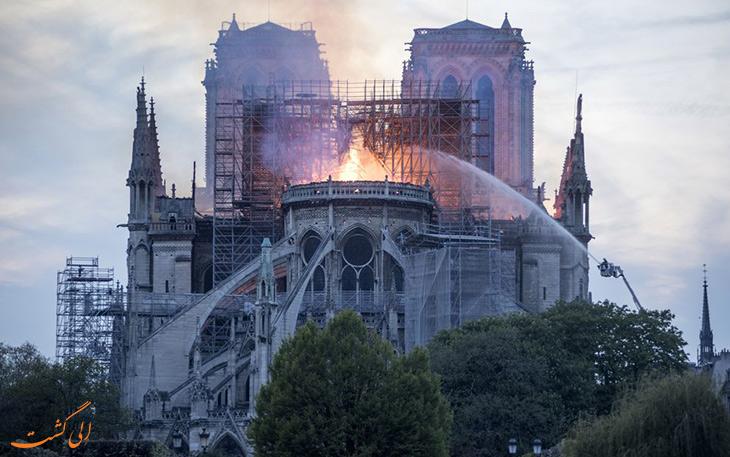 فرو ریختن سقف کلیسای نوتردام