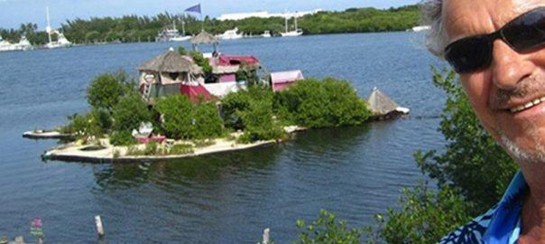این جزیره کاملا از پلاستیک ساخته شده است!