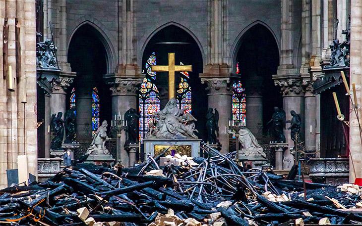 خسارت آتش به داخل کلیسای نوتردام