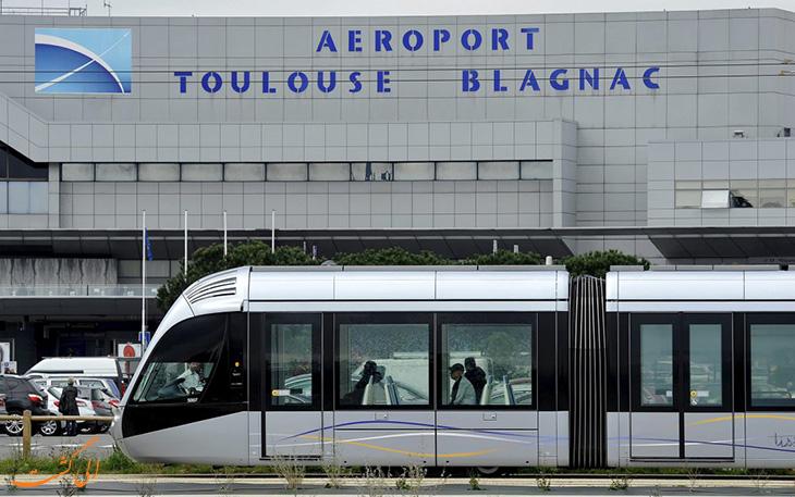 تراموا در حال عبور از فرودگاه تولوز