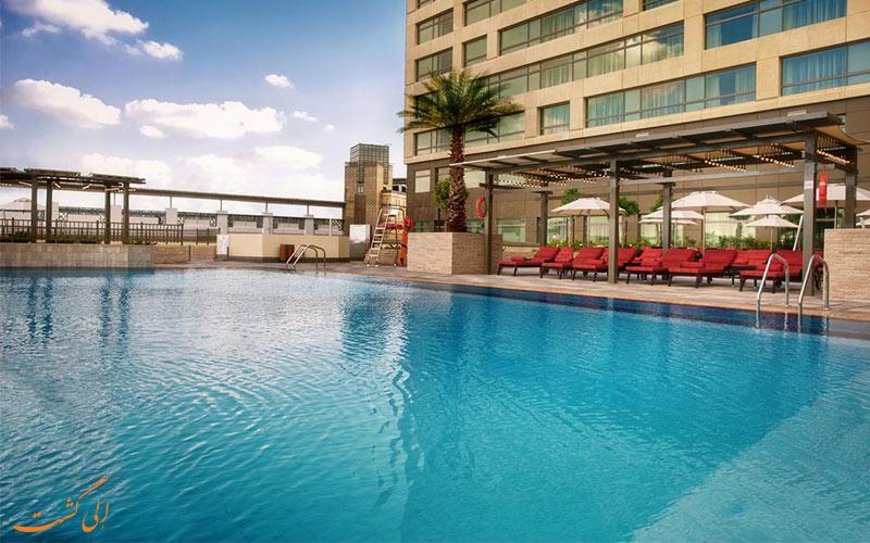 استخر روباز هتل سوئیسوتل الغریر دبی