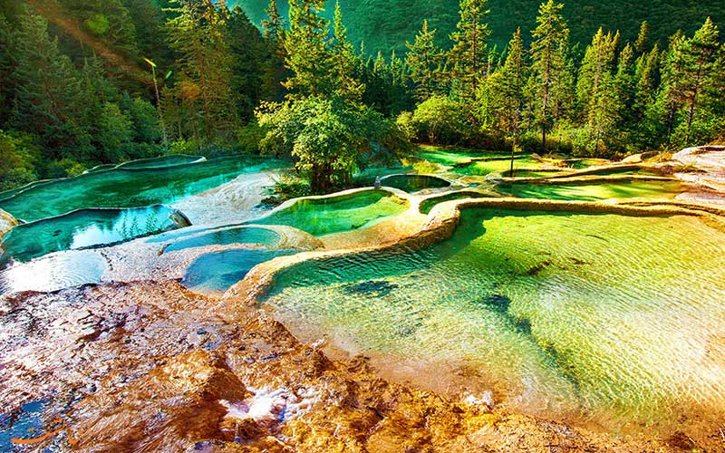 حوضچه های آبگرم هوانگ لونگ چین