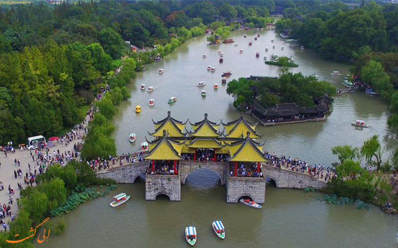 دروازه و آرامگاه ژنرال یو فی در دریاچه غربی چین