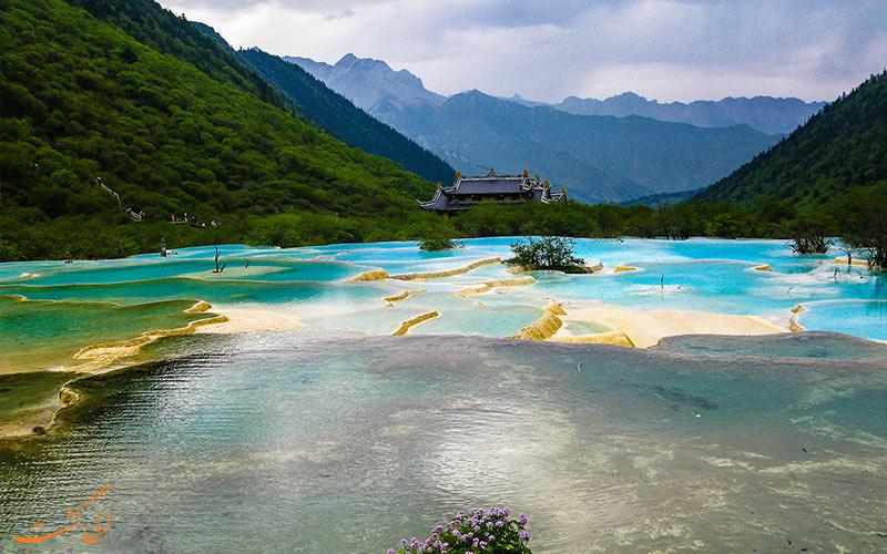دریاچه اژدهای زرد در پارک ملی دره جیوژای چین
