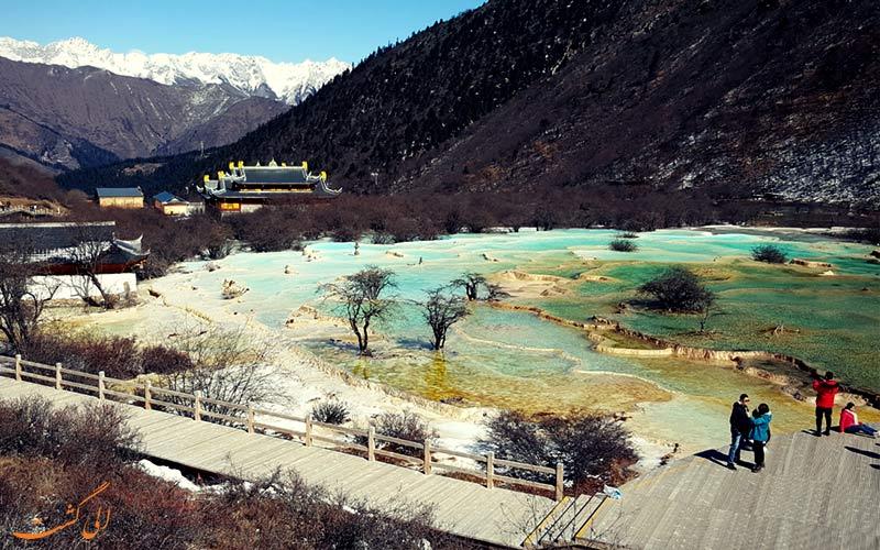 رگه های طلایی حوضچه های آبگرم هوانگ لونگ چین