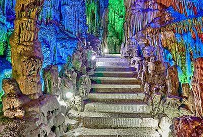 غار رید فلوت چین از جاذبه های طبیعت گردی چین