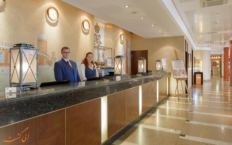 لابی و میز پذیرش هتل پتر یکم مسکو
