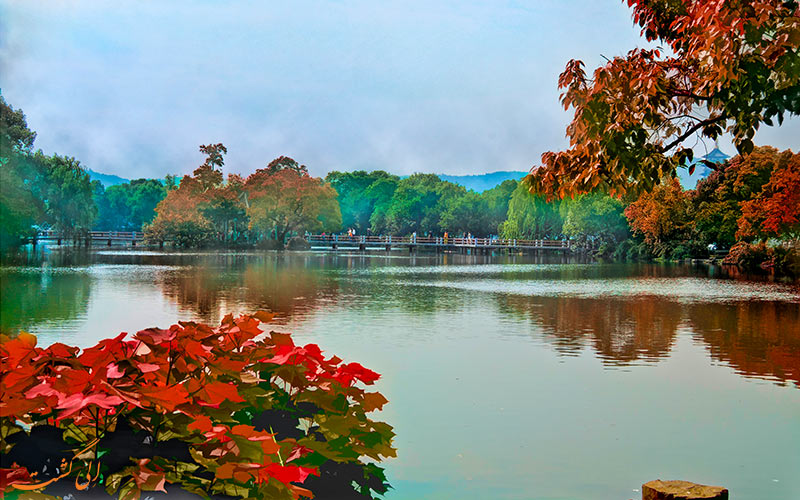 منظره پاییز در دریاچه غربی چین