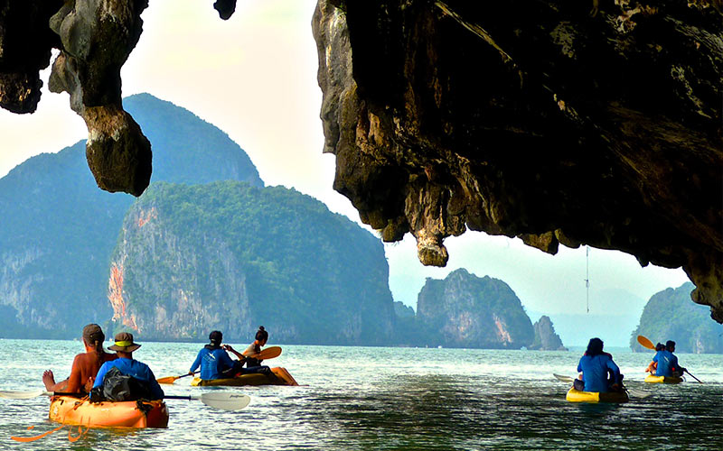 کایاک سواری در غار-جاذبه های هیجانانگیز تایلند