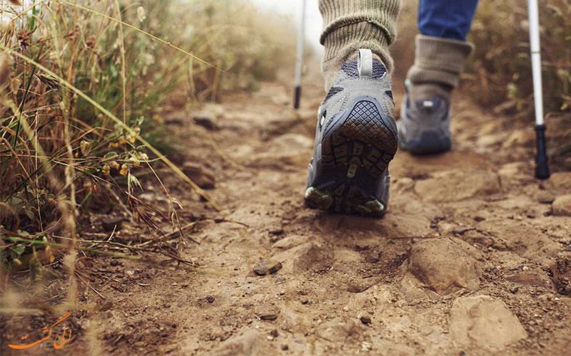 کفش مناسب از وسایل مورد نیاز کوهنوردی