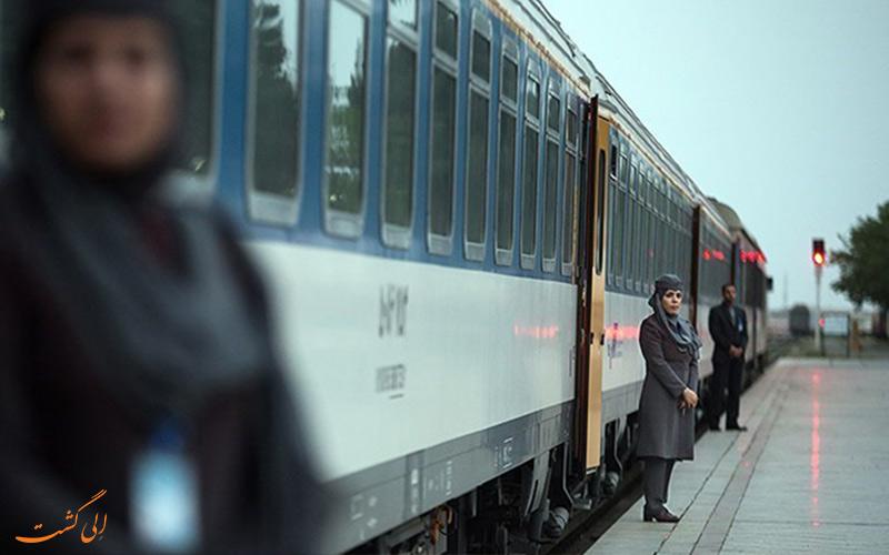 قطار پلور سبز با قطار امید رجا