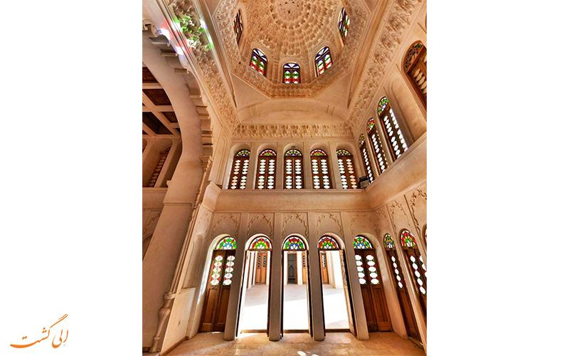 نمایی از داخل خانه آقازاده