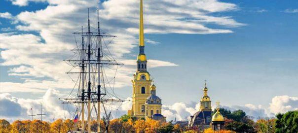 مقبره ی تزارهای روسی در کلیسای پیتر و پل سنت پترزبورگ