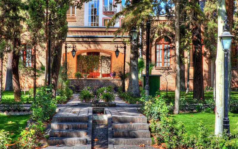 نمایی از باغ موزه نگارستان