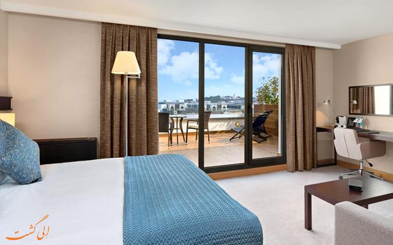 اتاق ها و تراس آن در هتل پورت بسفروس استانبول