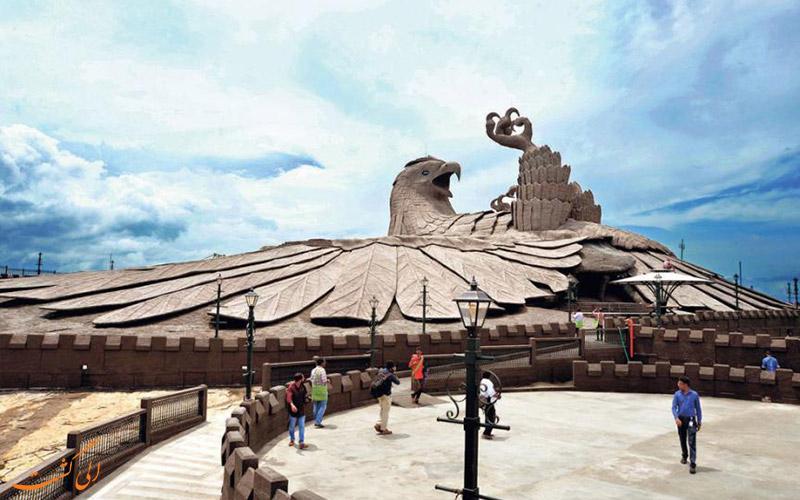 جزئیات روی تپه اول-بزرگترین مجسمه پرنده جهان