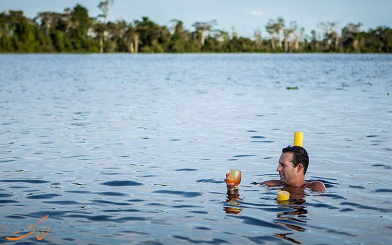 شنا-در-رود-آمازون-در-پرو
