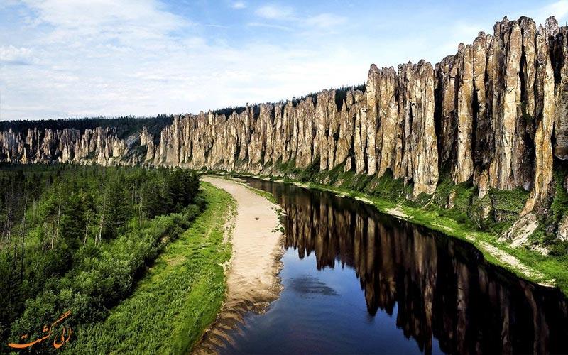 صخره های ستونی لنا از دیدنی های روسیه در طبیعت