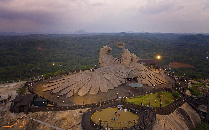 عقابی با یک بال-بزرگترین مجسمه پرنده جهان