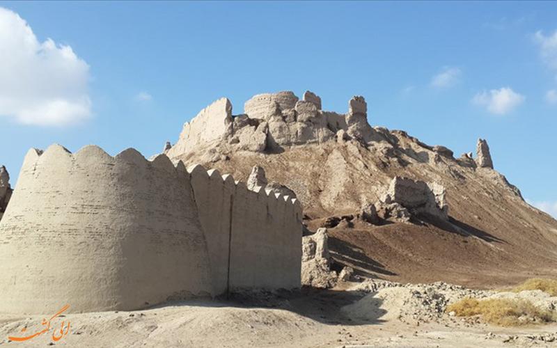 قلعه-بمپور از جاذبه های بلوچستان-اقوام بلوچ