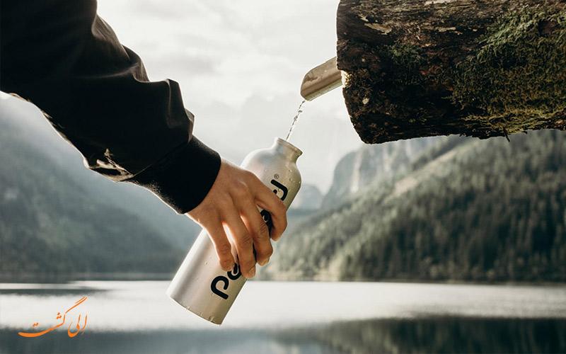 فلاسک آب و قمقمه از وسایل لازم برای سفر