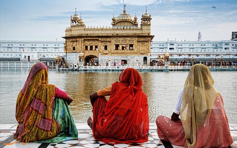 خصوصیات اخلاقی مردم هند-3 زن روبروی جاذبه هند