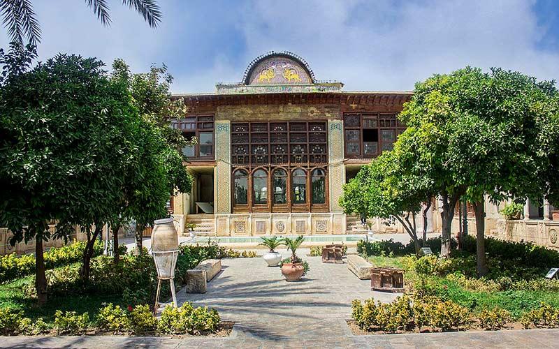 در خانه ی زینت الملک شیراز، خانه ی دختر خانواده ی قوام یک دل سیر بگردید!