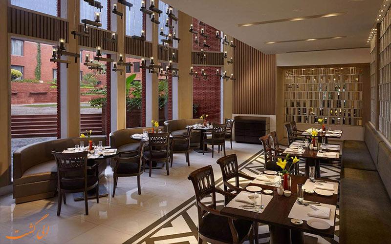 نمای درون سالن رستوران آی تی سی مغول تاج بانو