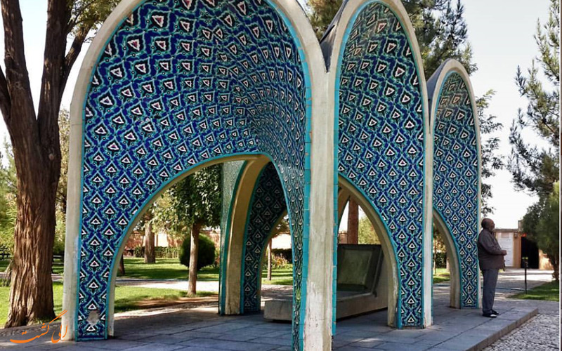 آرامگاه بزرگترین شاعر و هنرمند ایران، کمال الملک