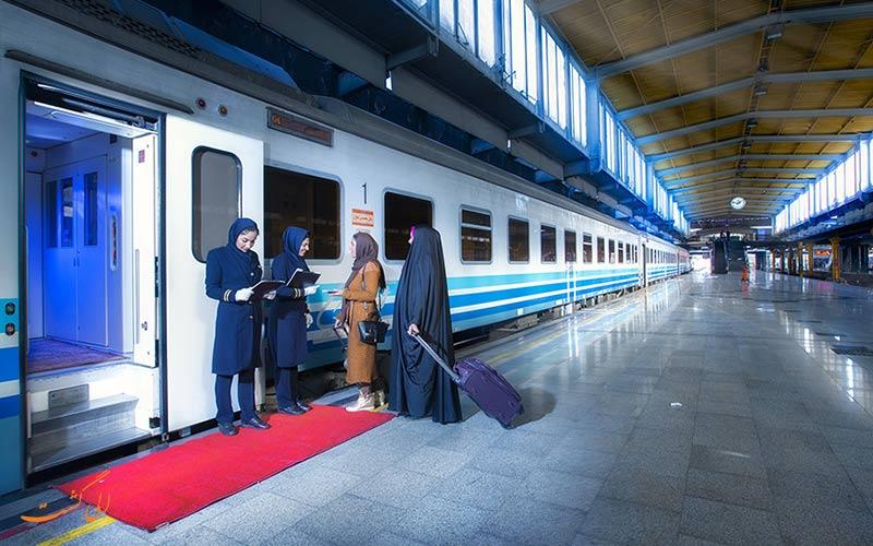 سوار شدن در قطار چهار ستاره پردیس سالنی
