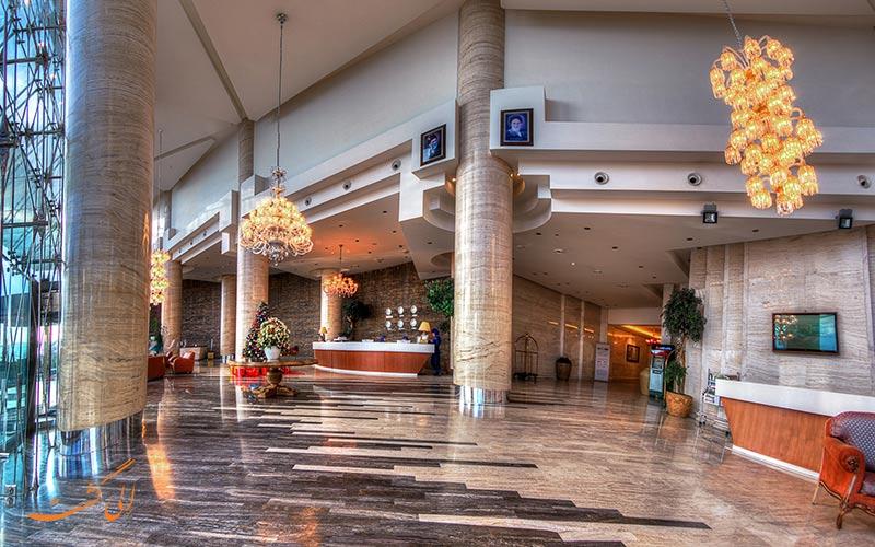 لابی هتل بزرگ شیراز