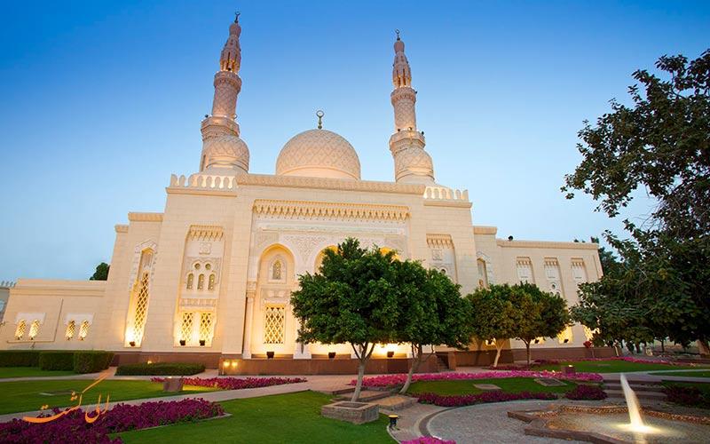 نورپردازی زیبا در مسجد جمیرا در دبی