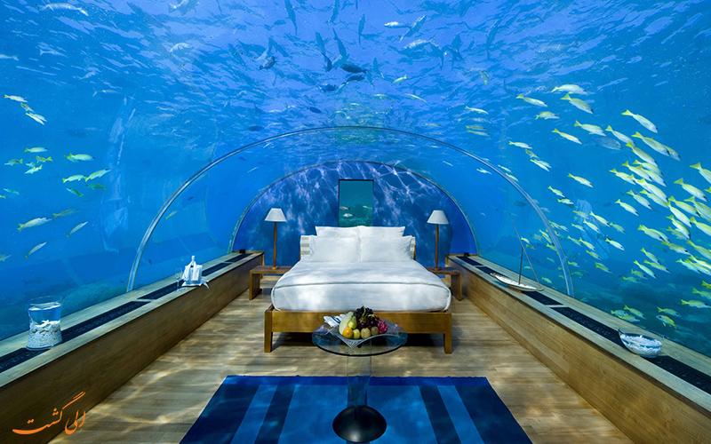 خوابیدن زیر آب های اقیانوس