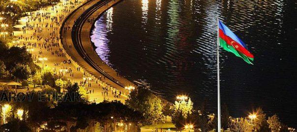 تصویری از شب های بلوار باکو و پرچم آذربایجان