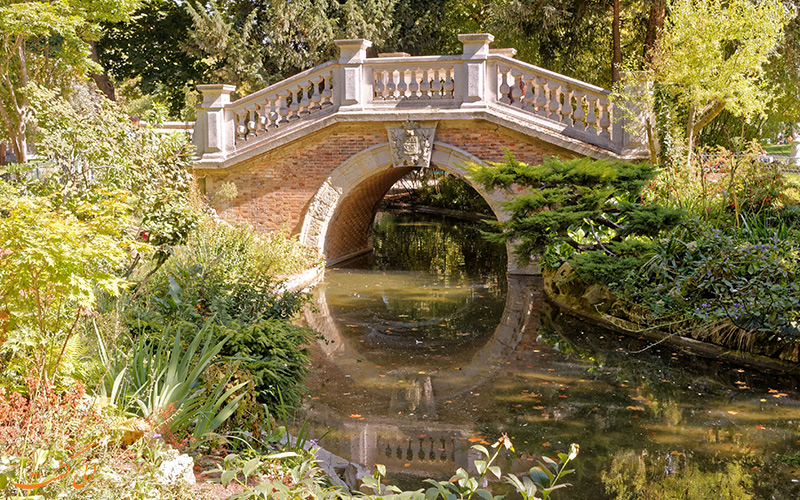 پارک مونسو یکی از زیباترین پارک های پاریس