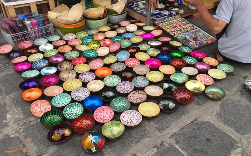 کاسه های نقاشی شده پوست نارگیل در بازارهای تایلند