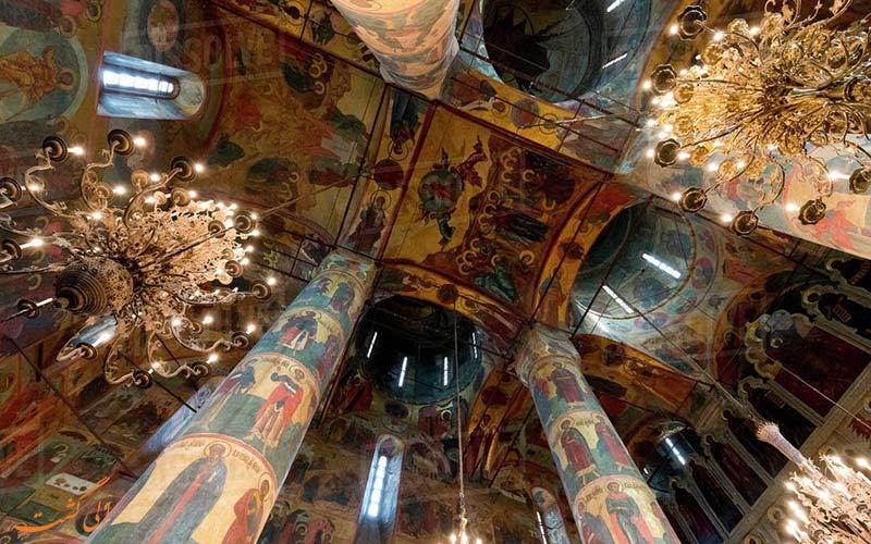 نمایی از سقف نقاشی شده ی کلیسای جامع بشارت در مسکو
