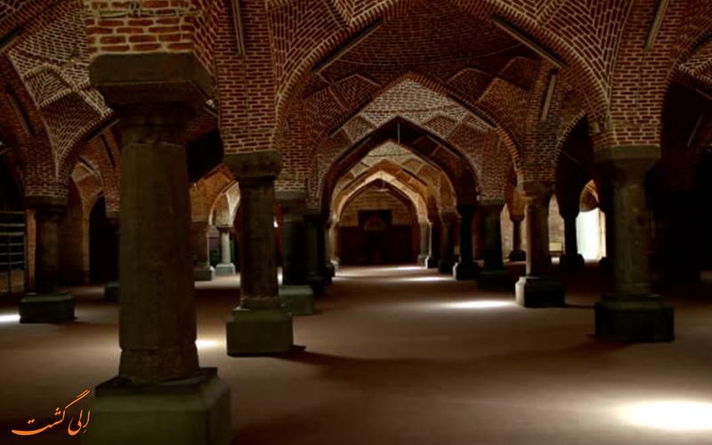 نمایی از ستون های مسجد جامع تبریز