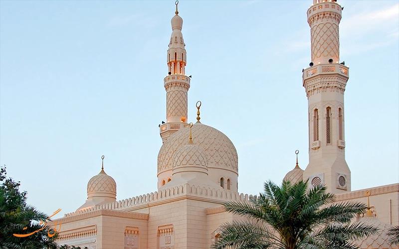 ورود تمامی پیروان ادیان دیگر به مسجد جمیرا مجاز است و هیچ محدودیتی از این بابت برای مسافران وجود ندارد.