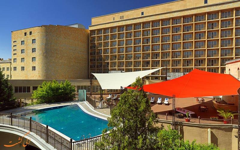 محوطه ی بیرونی هتل ماریوت ایروان