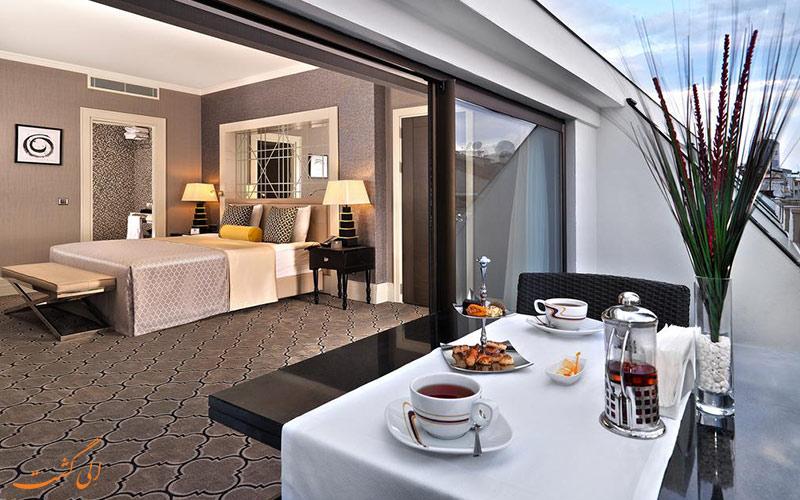 صبحانه در تراس یکی از اتاق های هتل مرکور استانبول بومونتی