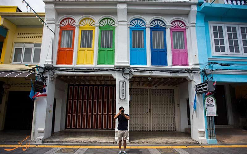 مغازه های رنگارنگ شهر قدیمی پوکت در تایلند