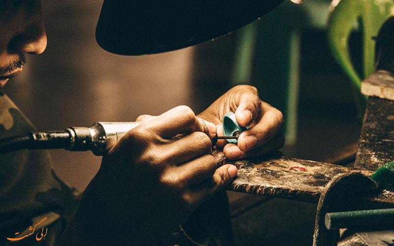 جواهرات زیبا و دست ساز گران ترین سوغاتی تایلند