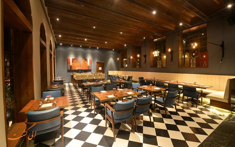 رستوران کلیرینگ هاوس در سفر به بمبئی