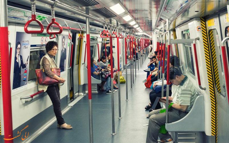 مسافران درون متروی هنگ کنگ-حمل و نقل عمومی در هنگ کنگ