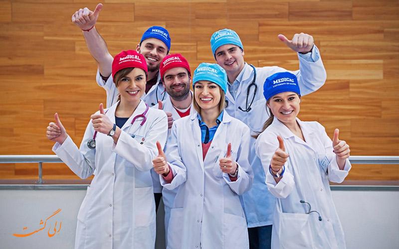 دانشجویان بهترین دانشگاه های پزشکی جهان