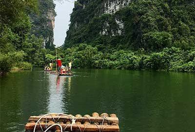رودخانه چین با کروز قایق های بامبویی