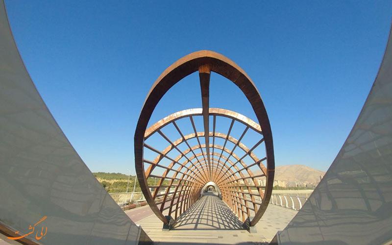 سازه های زیبایی که در دریاچه چیتگر تهران وجود دارد