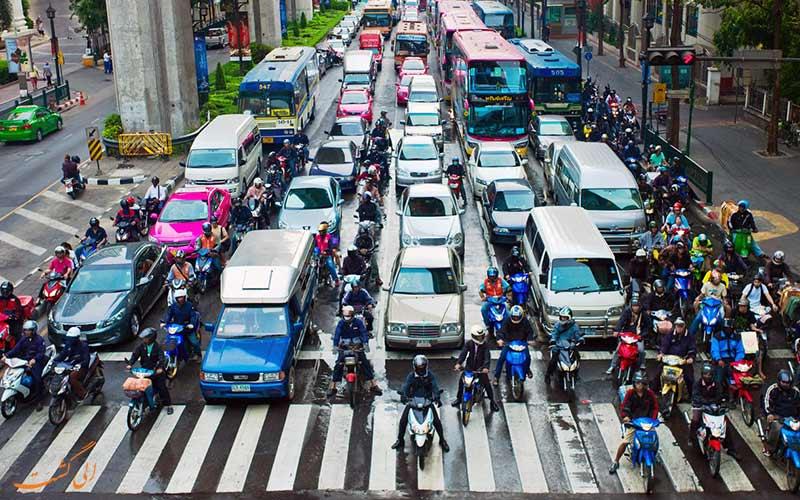 خیابان های شلوغ محلی برای کیف قاپی در شهرهای پرگردشگر